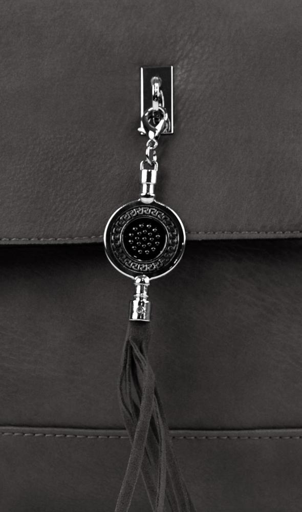 Menší crossbody kabelka s přívěskem 1993-BB šedá