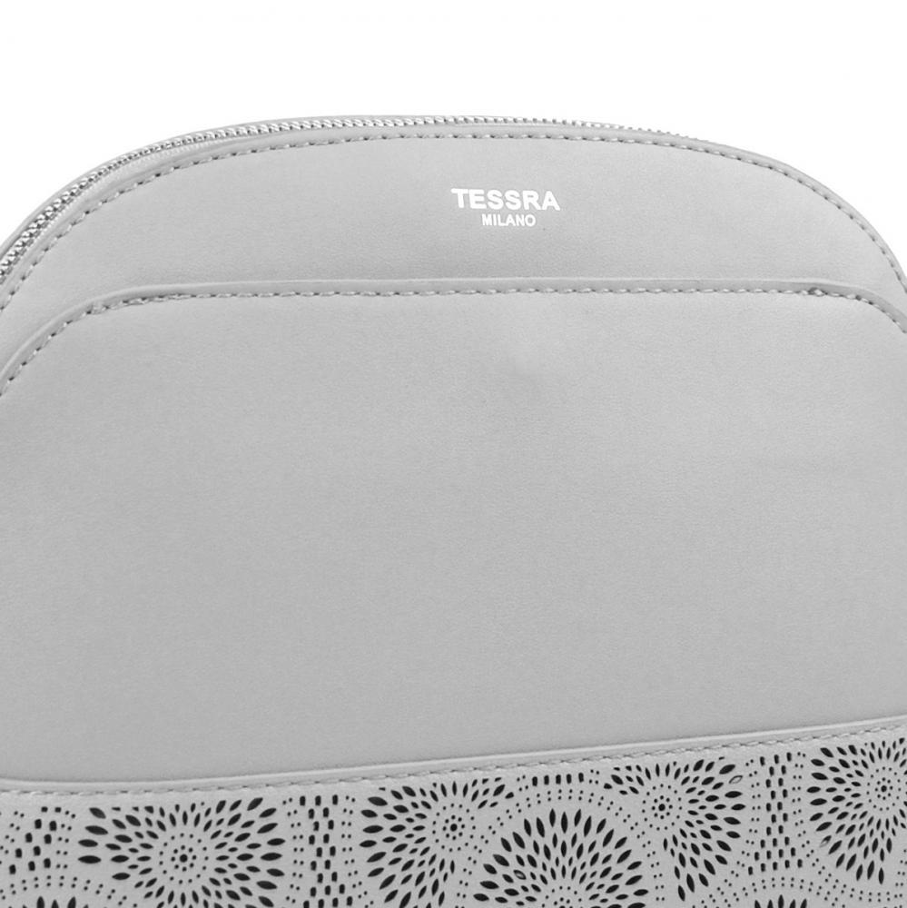 Svetlo šedá crossbody dámska kabelka s čelnou priehradkou TESSRA