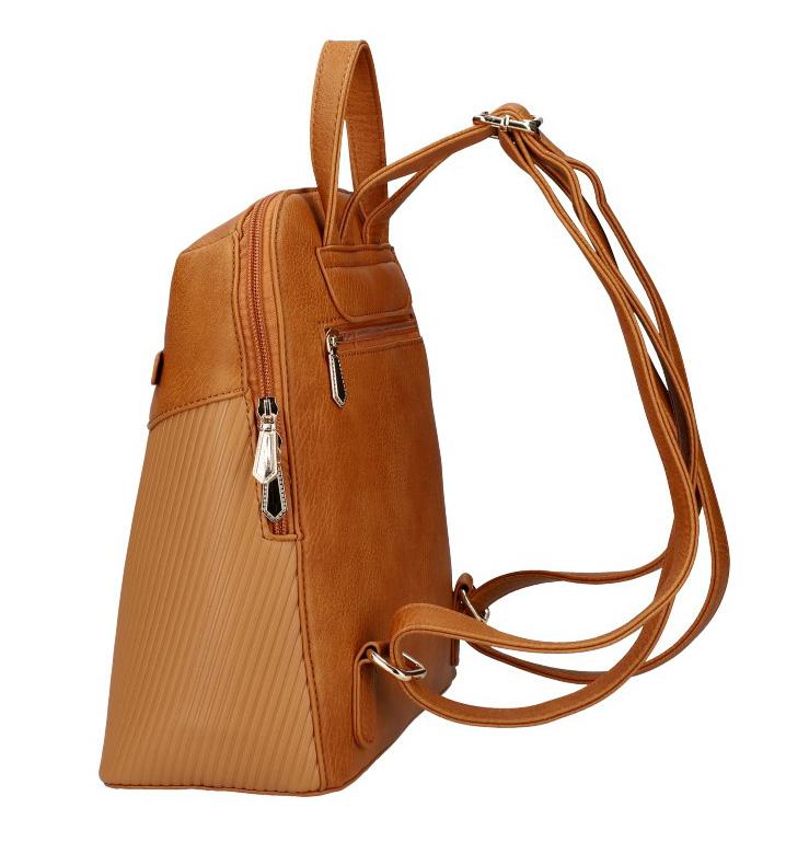 Hnedý módny dámsky batôžtek s čelným vreckom AM0065