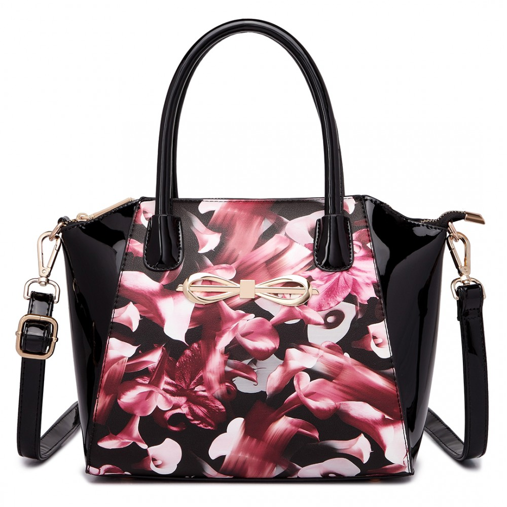 Moderná čierna lakovaná kabelka s ružovými kvetmi Miss Lulu