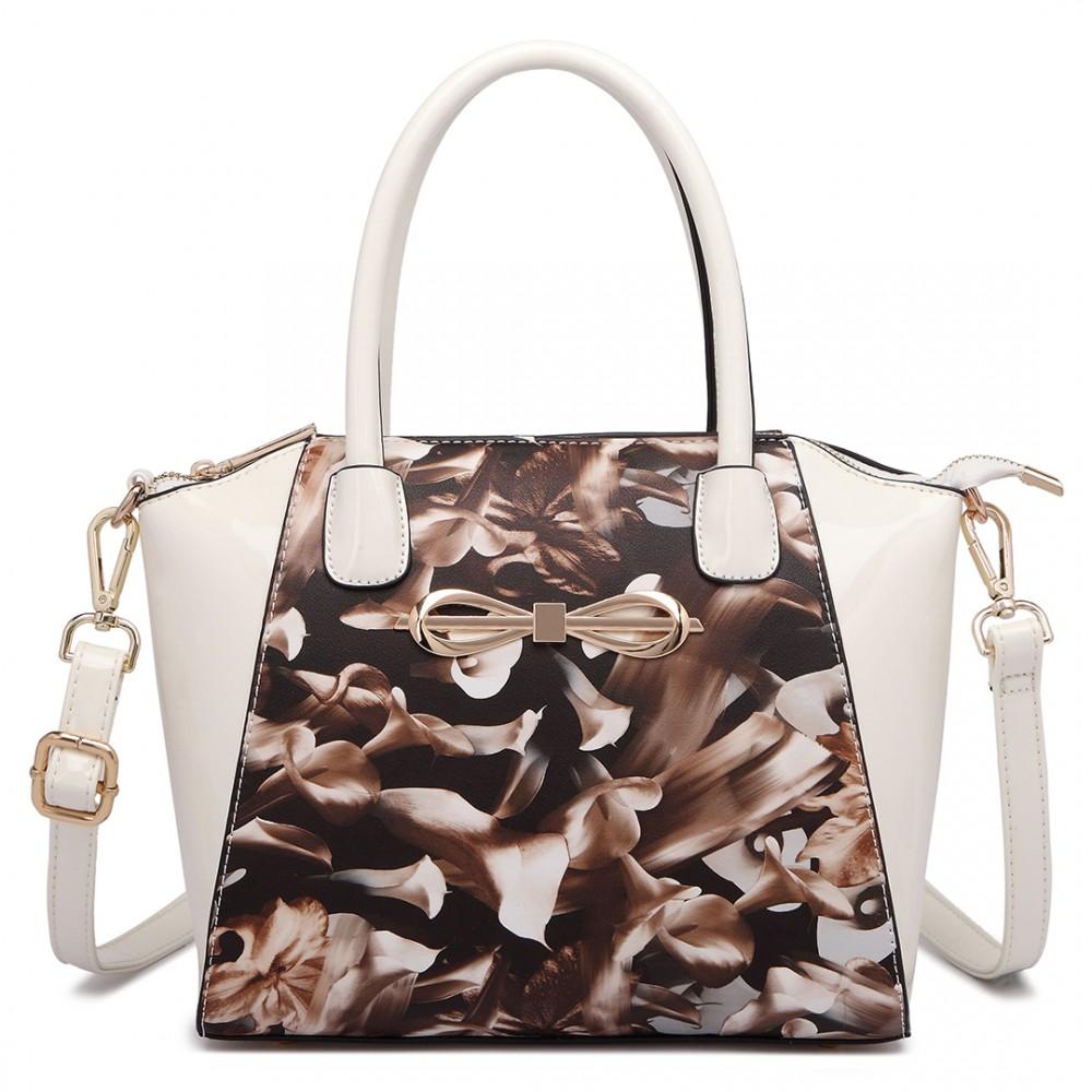 Moderná béžová lakovaná kabelka s kávovými kvetmi Miss Lulu