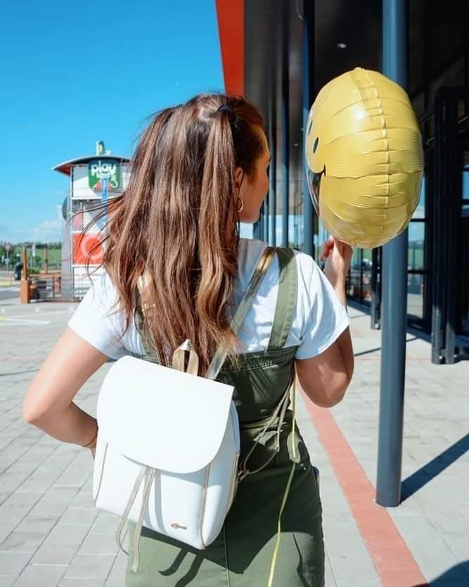 Elegantní dámský černo-zlatý batoh B03 GROSSO