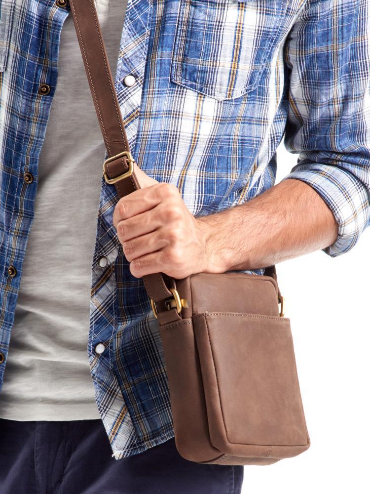 WILD Kožená pánska crossbody taška tmavo hnedá 16x20x7 cm