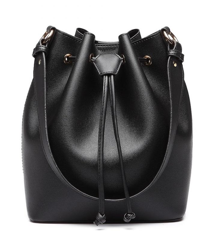 Čierna dámska moderná kabelka v tvare vaku Miss Lulu