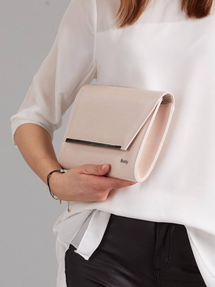 Světle pudrové lakované luxusní dámské psaníčko W52 ROVICKY