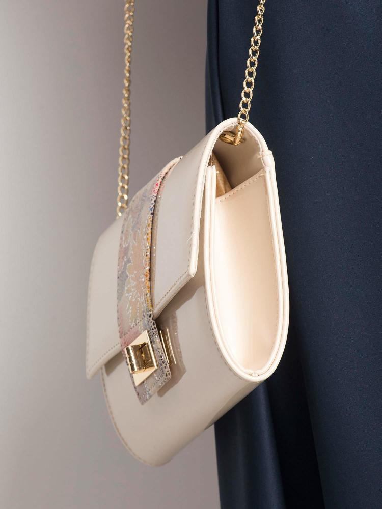 Krémová lakovaná dámska listová kabelka W66 ROVICKY